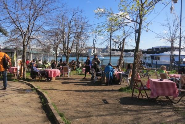 ISTANBUL-Au bord de l'eau au pied de Galata-CF