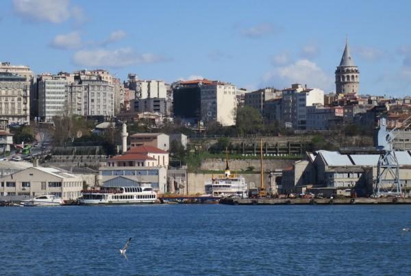 ISTANBUL-Beyoglu depuis la Corne d'Or-cales sèches-CF