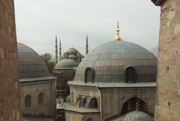 ISTANBUL-Hagia Sofia-Sainte Sophie-vue des toits vers la mosquée bleue 2