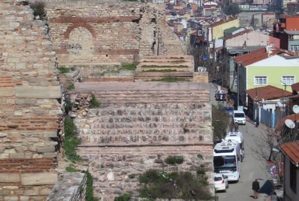 ISTANBUL-Quartier Balat Muraille de Constantinople-vue du mur de Théodose-CF.jpg